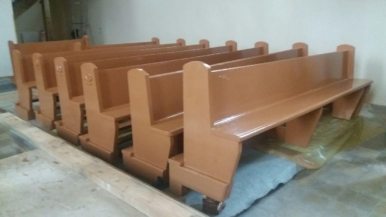 Remont ławek z kościoła parafialnego oraz sufitu
