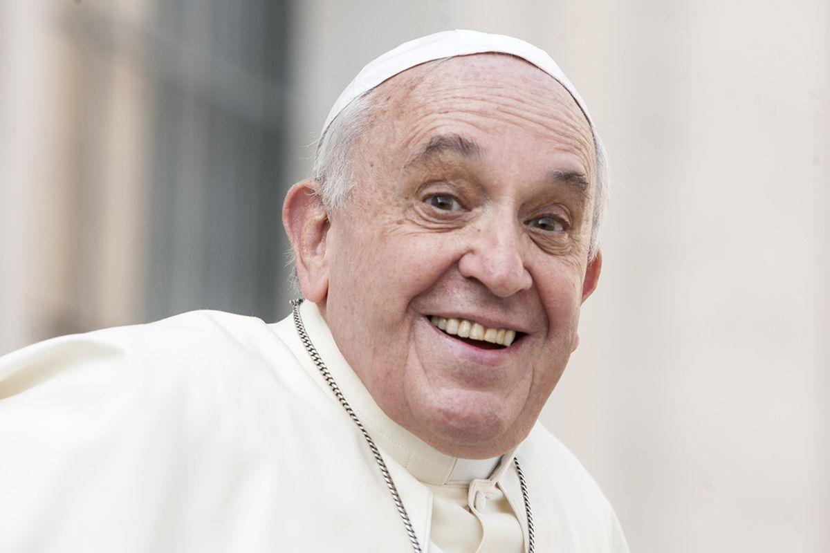 Papież zachęca do modlitwy za utrudzonych kapłanów