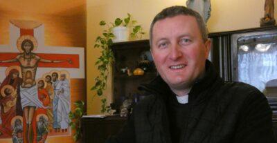 Grupa pokutna z ks. Pawłem Wołczańskim na szlaku pielgrzymkowym na Jasną Górę